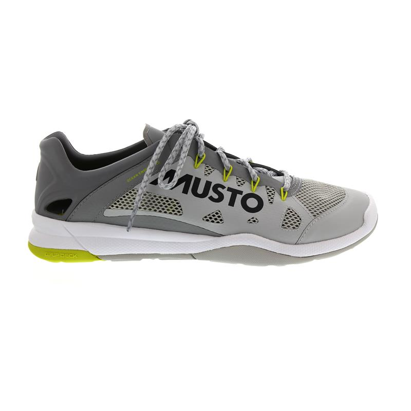 Musto Dynamic Pro II, Platinum, schnelltrocknend, Grip Deck Sohle, FUFT006 BL